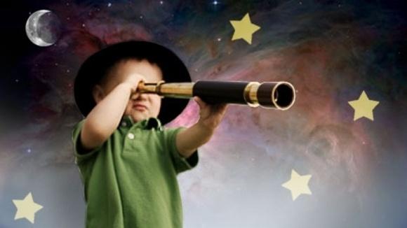 ناسا تتلقي طلب لشغل وظيفة حراسة الكوكب من طفل عمره 9 سنوات والطفل يتلقي مكالمة هاتفية من ناسا