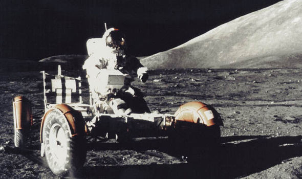 هل صعد الإنسان على سطح القمر حقاً ؟