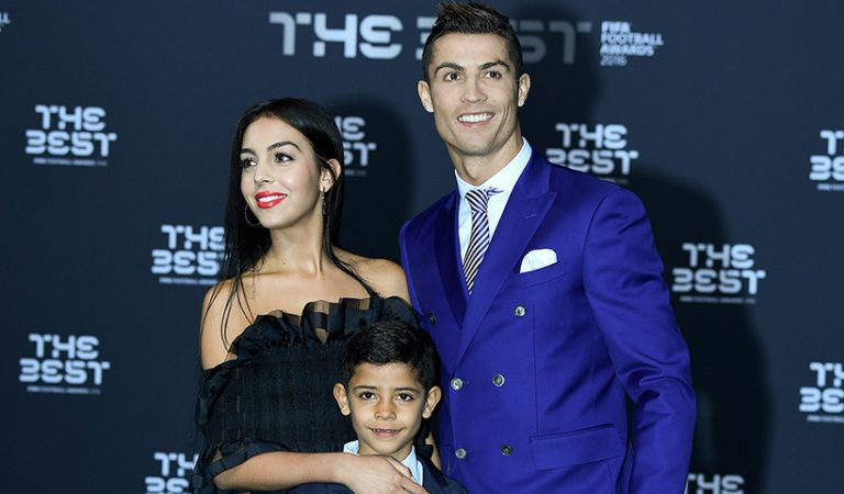 زواج رونالدو من صديقته متوقف على تأهل البرتغال لكأس العالم !