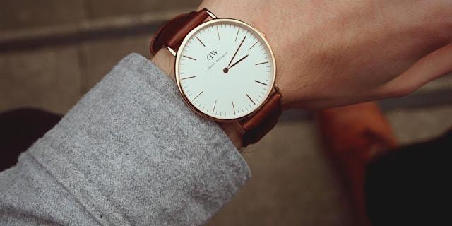ما السر وراء ارتداء الساعة في اليد اليسري ؟