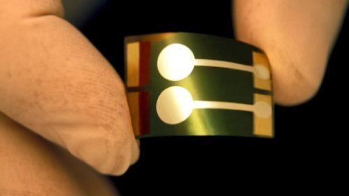 في عالَم ينفد منه الوقود، كيف ستكون الخلايا الشمسية البلاستيكية هي المنقذ؟
